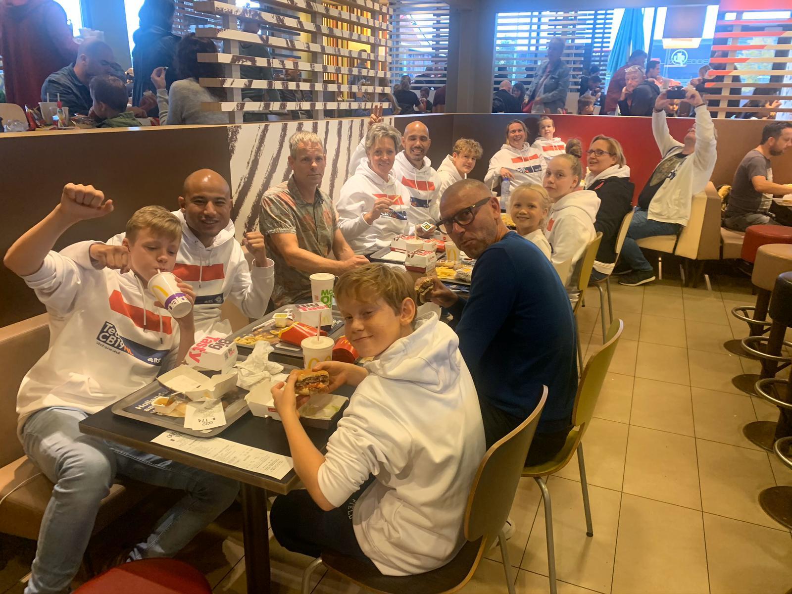 CB19NL bij de McDonald's